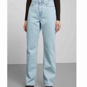 Weekday jeans i modellen row.  Bra skick.    Passar nån som är ca 170cm