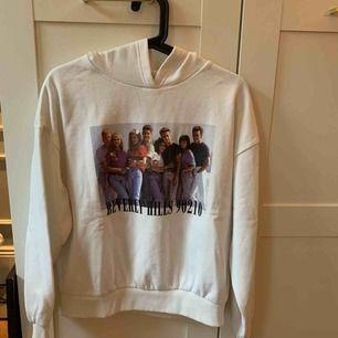 Super fin tröja från Bershka med ett as coolt tryck. Använd max 3 gånger💜