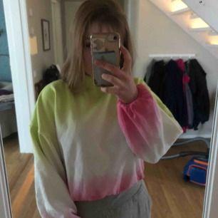 Färglad hoodie med liten turtleneck💕