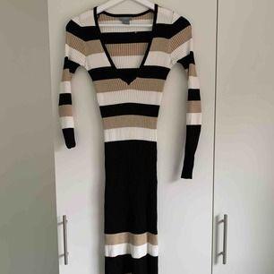 Långklänning från Lindex, använd 2ggr.  Frakt inräknad i pris.