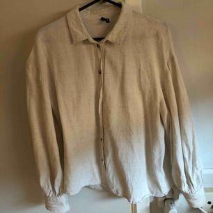 Beige linneskjorta från Veromoda