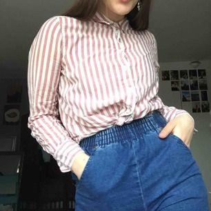 Fin skjorta i linneaktigt material. Luftig och nice