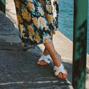 Sjukt snygga Hermes liknande sandaler från Gina tricot. Slutsålda överallt. Nypris 300 💕