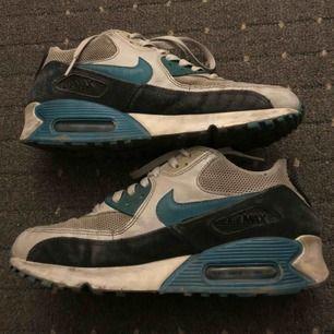 Nike skor storlek 39. Passar bra i storlek.