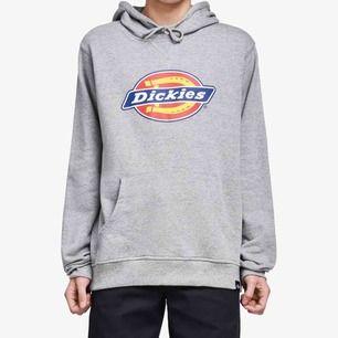 grå dickies hoodie i perfekt skick! vet ej om det är san antonio modell eller nevada? priset kan diskuteras ☺️