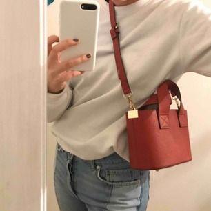 Liten behändig väska från Zara, rymlig och fräsch