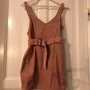 Rosa Manchester klänning, använd endast 1 gång