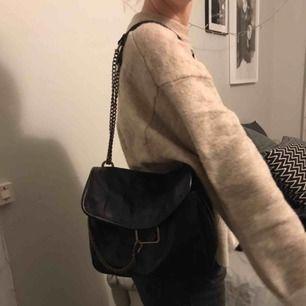 En jätte fin väska ifrån Zara. Den är i ett väldigt bra skick ❤️