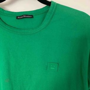 Acne t-shirt som knappt är använd :)