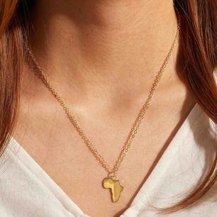 Såå fint guldfärgat halsband, frakten är inkluderad i priset. ☺️💕