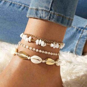 Super fina ankel smycken, som kan användas som armband också. Frakten är inkluderad i priset. 💕