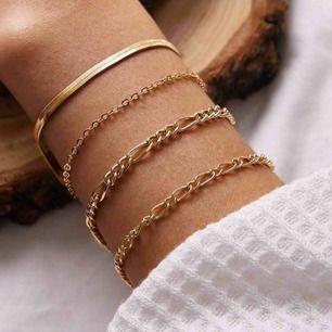 4 super söta guldfärgade armband. Frakten är inkluderad 💕