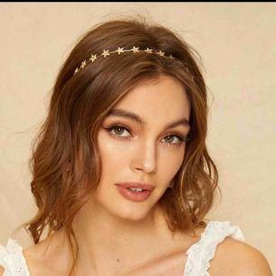 Super söt hårband med små guldstjärnor. 99kr inkl frakt 💕