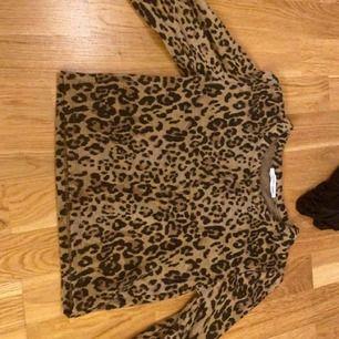 Leopard tröja från zara med lite vidare ärmar. Tröjan är super snygg o knappt använd.