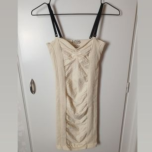 Stretchy bodycon dress from Free People in an offwhite cream color. In great condition. Retail price was $59 (590kr). Buyer pays for shipping.