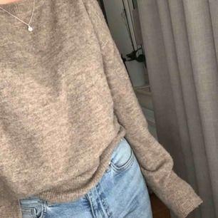 Fin stickad tröja från H&m. Mjuk och sticks inte.