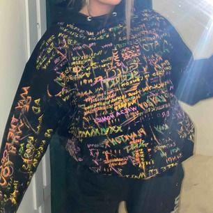 Säljer super rare hoodie som är jätte oversized. Så sjukt jävla ball och snygg!!