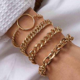 4 super fina guldfärgade armband, för 119kr. Frakten är inkluderad i priset, men kan även mötas upp i Lund. ☺️💕