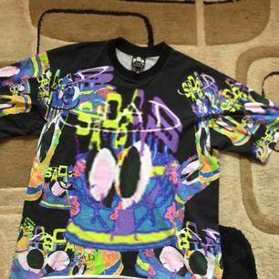 Sad boys t shirt i storlek M men sitter mer som en L eller stor M. Väldigt cool med olika färger Skick 8/10 använd  Tar gärna byten Bud 800 Bin 1000