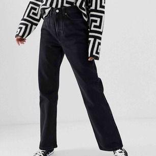 Helt nya weekday jeans i modellen row provade en gång ny tvättade såklart för mina bilder på dom skriv