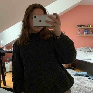 Jätte fin lite oversized stickad tröja! Kliar eller sticks inte alls💞