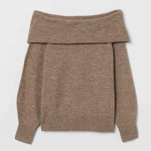 Så skön och fin off shoulder tröja. Inkluderad frakt! Endast använd 1-2 gånger.