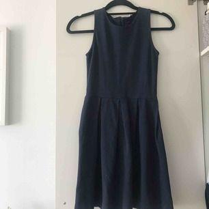 Fin klänning köpt på Åhléns👗 Kan mötas upp eller fraktas, 80kr exklusive frakt💕