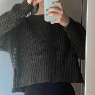 Stickad tröja med slits💕köparen står för frakt💕