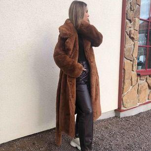 Fake fur från nakd, knappt använd. Säljer pga att jag har för mycket jackor! Frakt kostar 70 kr 🥰