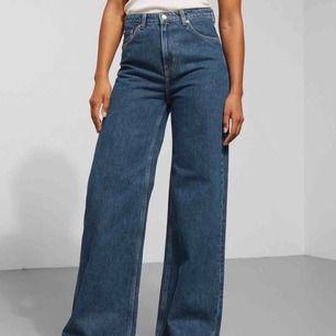Weekday jeans i modellen ace. Använda fåtal gånger. Nypris 500kr.