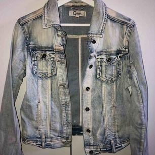 Så fin simpel jeansjacka ifrån Cubus, köpare står för frakt🌟