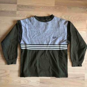 Vintage Reebok sweatshirt / crewneck. Bra skick! Passar bra oversized på mindre storlekar även. Skickas för 59kr
