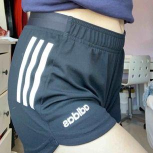 Adidas shorts! Ej använda, Frakt tillkommer❣️