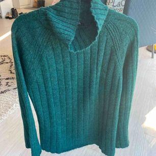 Ny mörkgrön finstickad tröja från NA-KD, Trendyol. S storlek. Mötas/frakt kommer.