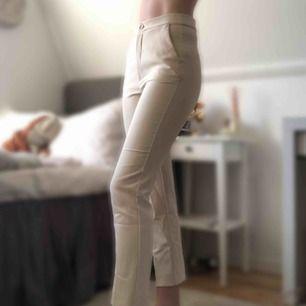 Intressekoll: Kostymbyxor från Gina Tricot, aldrig använda. Nypris 599kr. Köparen står för frakten💞