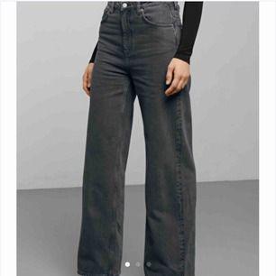 Säljer mina absoluta favvo jeans i modellen Ace high wide jeans, kommer inte till användning tyvärr. Sitter helt perfekt och har en väldigt najs modell. Köpta för 500 kr och är väldigt sparsamt använda dvs inga slitningar osv.
