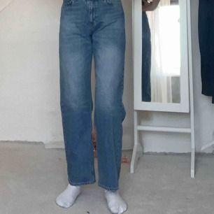 Ett par MANfriend jeans från Junkyard  Jag köpte de för 600kr Passar i längden på mig som är 160cm men lite stora i midjan!❤️