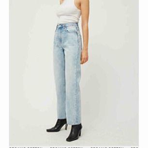 Hej! Jag letar efter dessa voyage jeans från weekday i storlek 26/32. Skriv gärna om ni säljer de❣️Jag betalar högt!