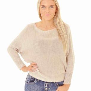 Stickad tröja från Missäy som är för liten för mig💕Frakten är 45kr