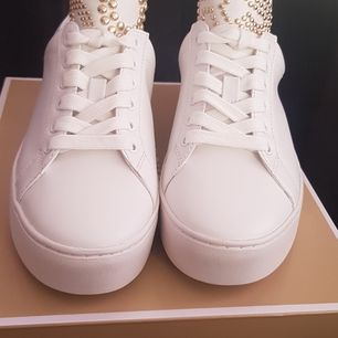 Jätte fina nya Michel kors sneakers. Storlek 38. Finns i Rotebro eller köparen betalar frakt
