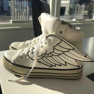 Häftiga sneakers strl 37 eller 37,5 bra skick  Frakt 100 kr