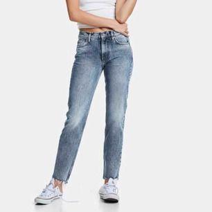 Jeans från bikbok i modellen JP piper Falcon 52. Säljs inte längre.