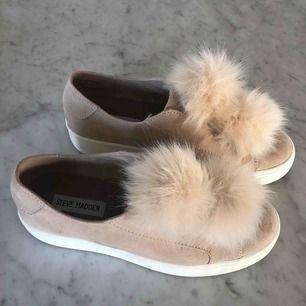 Steve Madden skor i jätte bra skick. Nästintill oanvända. Köptes för 1500 kr säljs för 300 kr inklusive frakt. Är i storlek 39.🥰🥰