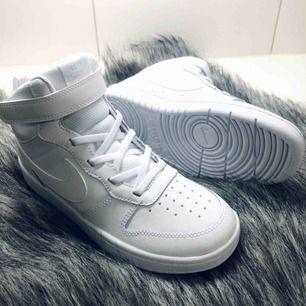 Nike skor, helt nya endast testade, kartong medföljer om så önskas.  Säljes pga försmå 🌞