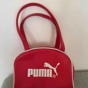 Söt liten väska! Använd en gång, köpt på humana❤️ Kan mötas upp i Stockholm eller så står köparen för frakten!