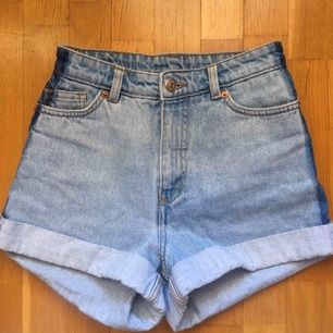 Älskar dessa shorts ifrån Monki. 59kr frakt tillkommer som kunden betalar för.