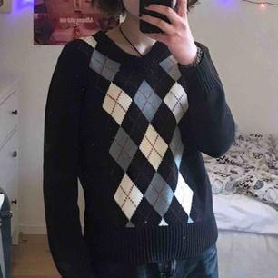 Säljer denna rutiga stickade tröja från Stadsmissionen:)