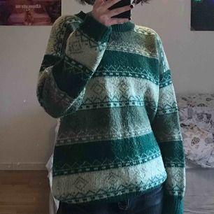 Fin stickad tröja från Myrorna, har aldrig använt den:) kommer ursprungligen från GUL-BLÅ