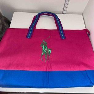 Ralph Lauren väska med mycket plats. Säljs pga ingen användning