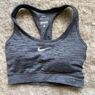 Jätte fin sport-bh från Nike i storlek S. Använd 1 gång, fint skick🤍